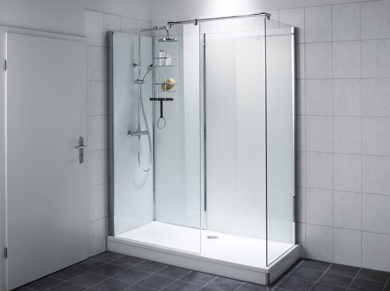 17:00 Uhr: Die neue Dusche nimmt exakt den Platz der alten Badewanne ein.