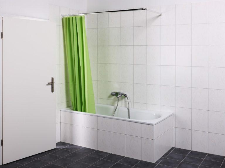 8:00 Uhr: Die Badewanne diente als Behelfsdusche.