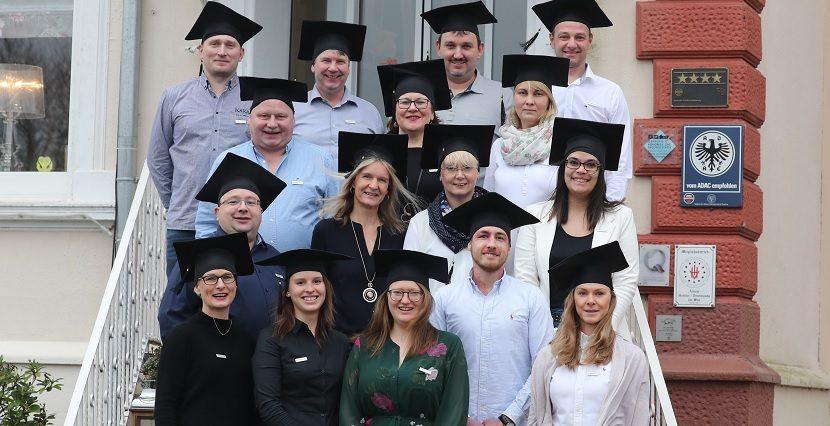 Absolventen des Studiengangs Dipl.-Badgestalter (SHK)